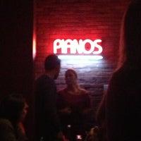 Das Foto wurde bei Jolly's American Beer Bar & Dueling Pianos von Abby P. am 2/24/2013 aufgenommen