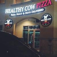 Das Foto wurde bei Healthy Cow Pizza von Paola . am 6/29/2015 aufgenommen