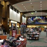 Foto scattata a Barnes & Noble da Paola . il 12/31/2012