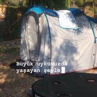 Das Foto wurde bei Azmakbasi Camping von Erçin Ş. am 8/12/2020 aufgenommen