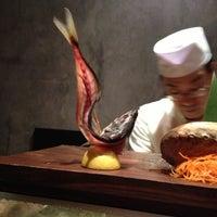 Foto tomada en Blue Ribbon Sushi por Blake S. el 10/11/2012