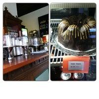 2/3/2013 tarihinde Sonny C.ziyaretçi tarafından Last Drop Coffee House'de çekilen fotoğraf