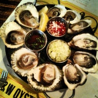 Photo prise au L&W Oyster Co. par Linnea C. le4/26/2013