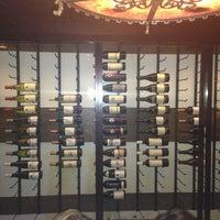 Foto scattata a Colonial Wine Bar da Andreas P. il 1/6/2013
