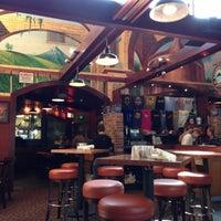 Das Foto wurde bei Deschutes Brewery Bend Public House von DeWayne F. am 10/7/2012 aufgenommen