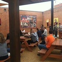 Photo prise au Deep Ellum Brewing Company par Martha M. le12/8/2012