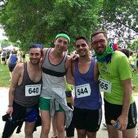 รูปภาพถ่ายที่ Proud to Run โดย Jordan B. เมื่อ 6/29/2013