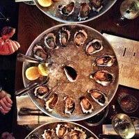 Foto tirada no(a) The Morrison Bar & Oyster Room por Arthur L. em 1/2/2013