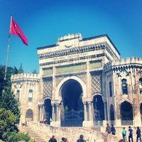 รูปภาพถ่ายที่ İstanbul Üniversitesi โดย Aleksey S. เมื่อ 5/16/2013