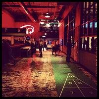Foto tirada no(a) Punch Bowl Social por Aaron W. em 5/11/2013