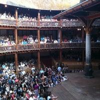Foto tirada no(a) Shakespeare's Globe Theatre por Zeynep K. em 7/21/2013