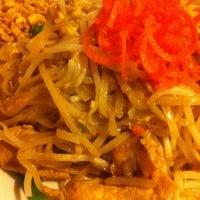 Снимок сделан в Tuptim Thai Cuisine пользователем Shanell S. 11/8/2013