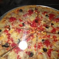 Foto diambil di O Pedaço da Pizza oleh Miguel A. pada 10/21/2012