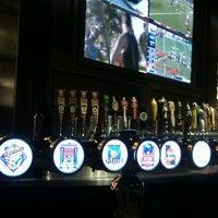 Foto scattata a BJ's Restaurant & Brewhouse da Robert P. il 10/7/2012