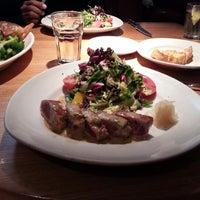 Das Foto wurde bei Houston's Restaurant von Aristo am 11/17/2012 aufgenommen