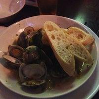 รูปภาพถ่ายที่ Harry's Oyster Bar & Seafood โดย hy เมื่อ 10/7/2012