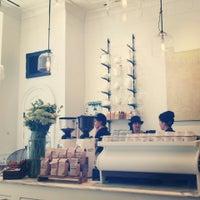 รูปภาพถ่ายที่ Toby's Estate Coffee โดย Jeans เมื่อ 11/5/2013
