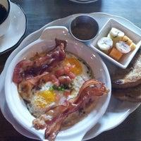 รูปภาพถ่ายที่ Grange Hall Burger Bar โดย Margaret P. เมื่อ 12/23/2012