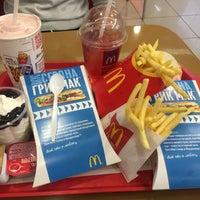 Foto tirada no(a) McDonald's por Angelina Z. em 4/18/2016