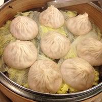 Foto diambil di Shanghai Asian Manor oleh Nikki V. pada 2/9/2013