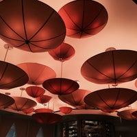 Photo prise au Le Cirque Cafe par Visual T. le11/18/2014