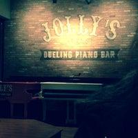Das Foto wurde bei Jolly's American Beer Bar & Dueling Pianos von Scarlet E. am 10/8/2013 aufgenommen