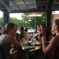 Foto tomada en Jackson's Bar & Bistro por Jack N. el 7/13/2013