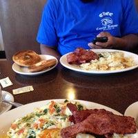 Das Foto wurde bei Spring Garden Restaurant von Lauryn A. am 1/3/2015 aufgenommen