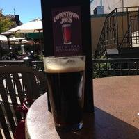 Foto tirada no(a) Downtown Joe's Brewery & Restaurant por Diane B. em 9/28/2013