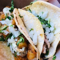 รูปภาพถ่ายที่ Otto's Tacos โดย Leslie C. เมื่อ 11/10/2018