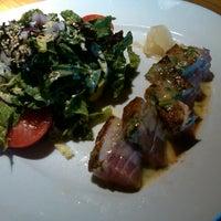 Das Foto wurde bei Houston's Restaurant von Cristina am 5/31/2013 aufgenommen