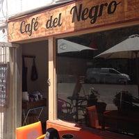 Das Foto wurde bei Cafe Del Negro von lalorodriguezs am 2/2/2015 aufgenommen