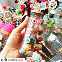 Das Foto wurde bei Büyükada Şekercisi Candy Island Cafe Patisserie von Büyükada Şekercisi C. am 12/30/2015 aufgenommen