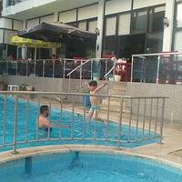 Foto tirada no(a) Ponz Apart Hotel por AycanSüleyman💑 A. em 8/18/2017