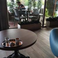 Foto tirada no(a) Bricks Coffee & Bistro por Ness N. em 11/1/2015