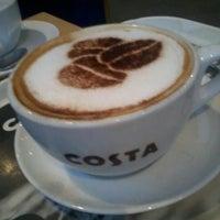 Foto tirada no(a) Costa Coffee por Zois  P. em 1/2/2013