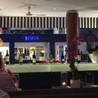Photo prise au BYD Bar & Bistro par Alex I. le9/27/2015