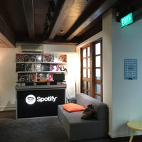 Снимок сделан в Spotify Asia HQ пользователем stephiedoo 3/13/2017