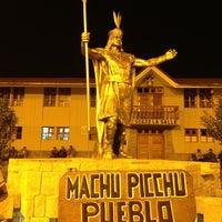 Foto tomada en Plaza de Armas de Aguas Calientes por Fernando V. el 6/6/2013