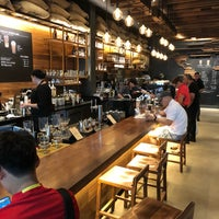 Photo prise au Starbucks Reserve par Steven W. le7/31/2018