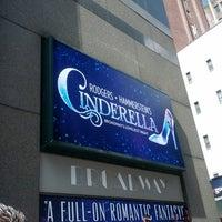 Foto tirada no(a) Broadway Theatre por Kristina O. em 3/30/2013