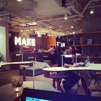 Das Foto wurde bei MAKE Business Hub von Serg P. am 12/12/2012 aufgenommen