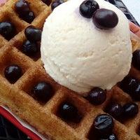 Снимок сделан в W&M Waffles & More пользователем Dinaset 5/21/2016