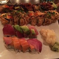 Foto scattata a Domo Sushi da Helen M. il 1/10/2016