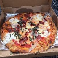 Foto scattata a Coals Artisan Pizza da Wm B. il 7/10/2017