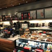 รูปภาพถ่ายที่ Starbucks โดย Jacques เมื่อ 11/27/2017