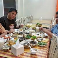Foto tomada en Rumah Makan Turi Ikan Bakar por Adi S. el 9/20/2014