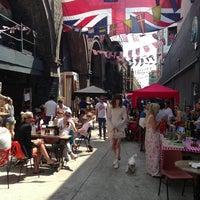 Foto scattata a Maltby Street Market da Paul F. il 7/13/2013