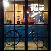 Das Foto wurde bei Manuel Deli & Coffee von Ertan Y. am 3/16/2014 aufgenommen