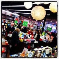 Foto diambil di Brookline Booksmith oleh Jay C. pada 3/2/2013